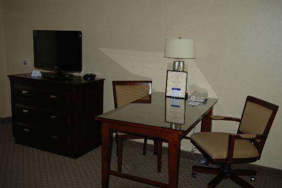 Embassy Suites by Hilton Portland Washington Square: The room