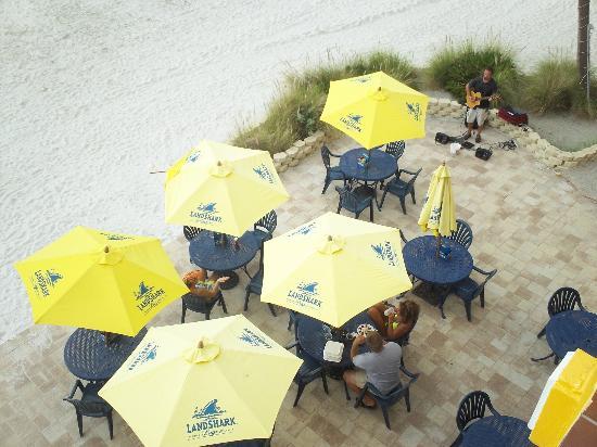 Bilmar Beach Cafe: Bazzies patio