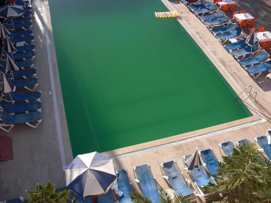 Truva Family Club: the filthy green pool