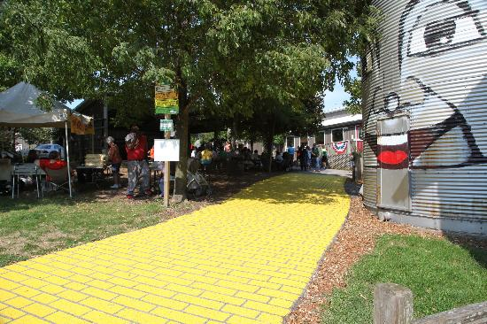 Curtis Orchard & Pumpkin Patch : yellow brick road
