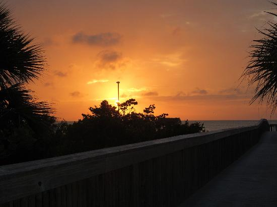 Marriott's Crystal Shores: sunset from the walkway