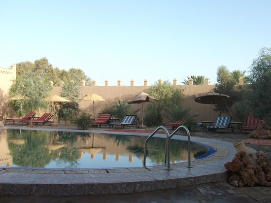 Hotel Ksar Merzouga : Swimming pool area
