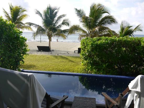 لو ريف هوتل آند سبا: View from Bungalow deck; small private pool; listen to the waves! 