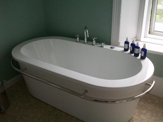 The Edgcumbe: The wonderful bathtub