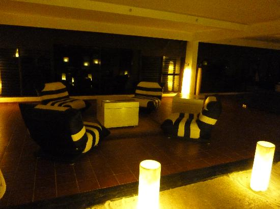 Sol Sirenas Coral Resort: Cosmonuatas area lounge