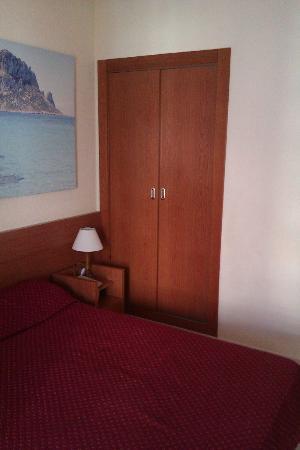 Hotel Magic Villa Luz: armario