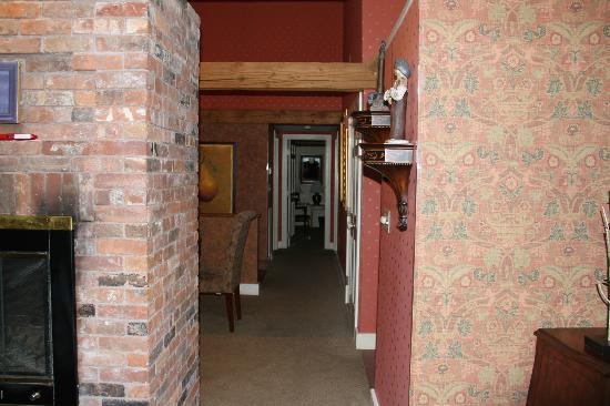 Bedford Village Inn: Hallway in suite