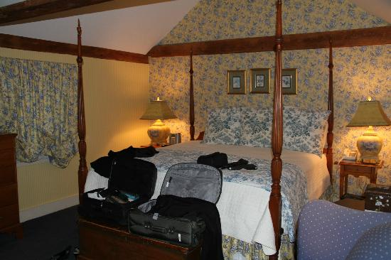 Bedford Village Inn: Master Bedroom