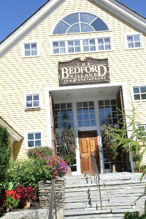 Bedford Village Inn: Main lodge entrance