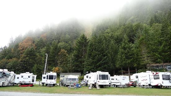 Klamath River RV Park: mountain view