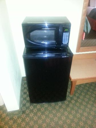 Best Western Fort Worth Inn & Suites: In room fridge and microwave