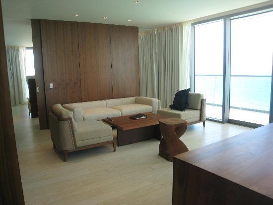 Secrets The Vine Cancun : Oceanfront Master Suite Living Area