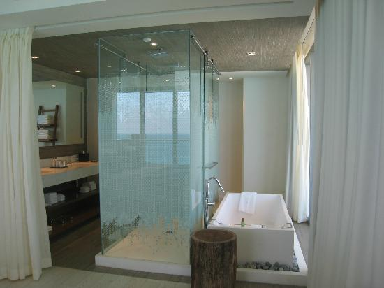 Secrets The Vine Cancun : Oceanfront Master Suite Main Bath, Great Lighting!