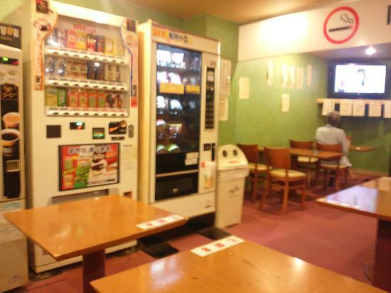 Capsule Hotel  Shinjuku 510: 食堂(アルコール以外持込可)