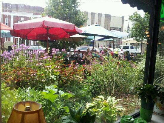 Melanie's Food Fantasy: view from inside facing street