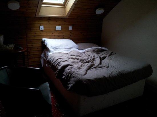 Edinburgh House Hotel : habitación con vista a un techo