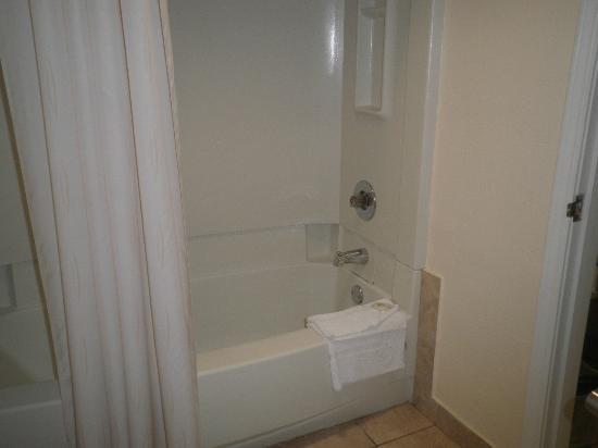 Comfort Suites Paradise Island: Bathroom