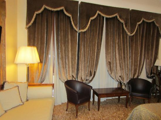 Hotel dell'Opera: Habitación con vista al Canal