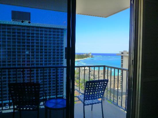 Premier beachfront resorts in Hawaii, Guam, Fiji, Thailand, Mauritius and the Maldives. Vacation condos in Hawaii on Oahu, Maui, Kauai and the Big Island of Hawaii.