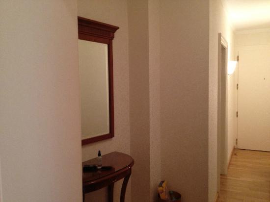 Kaiserin Elisabeth: Hallway to bathroom & room door