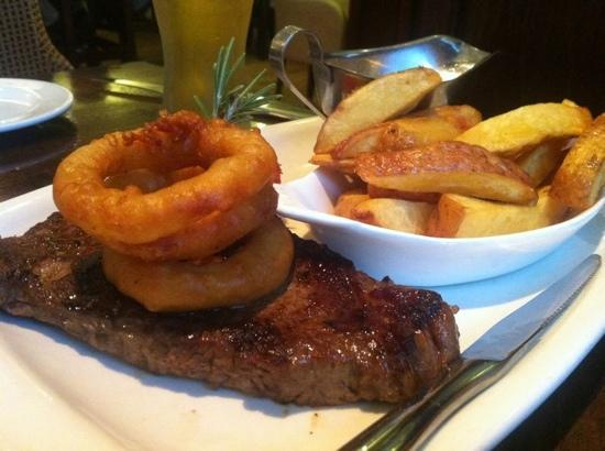 Kettles Country House Hotel: The steak option as part of the Early Bird menu! Delicious!