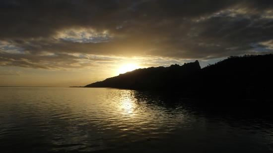Hilton Moorea Lagoon Resort & Spa: Sunrise