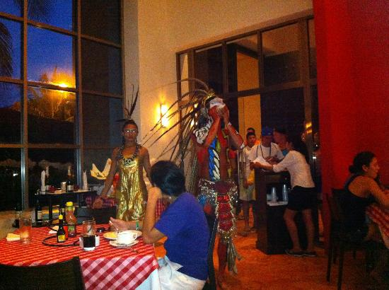 Grand Oasis Cancun - All Inclusive: Italian Restaurant (Entertainment in Photo)
