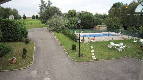 Best Western Golf Hotel Colvert: Belle piscine, non chauffée