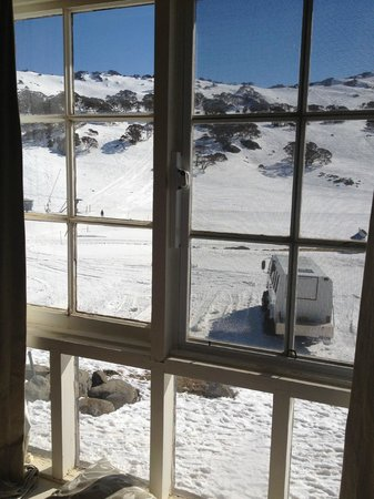 Kosciuszko Chalet Hotel: view from the bedroom window, I think all rooms have snow outlook