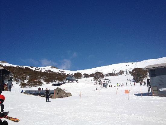 Kosciuszko Chalet Hotel: view to snow fields