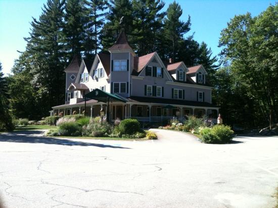 Bernerhof Inn Bed and Breakfast: Very quiet on a brisk sep. morning!!!