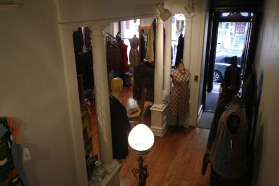 Suites On Broadway: View to front door of the boutique
