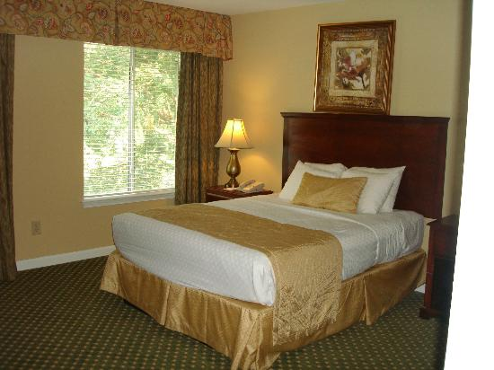 The Historic Powhatan Resort: second bedroom