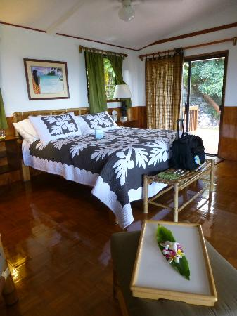 Hana Paradise Cottages: bed room in suite