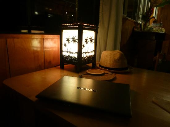 Hana Paradise Cottages: vintage light