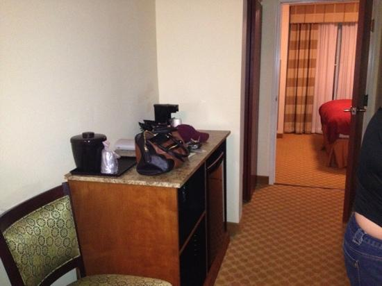 Country Inn & Suites By Carlson, Wytheville: Mini fridge/ hallway
