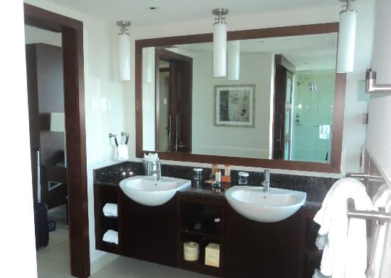 Greektown Casino Hotel: Suite Bathroom