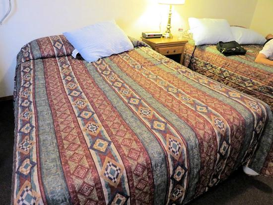 Hillcrest Cottages: Bed- clean sheets and comfortable mattress