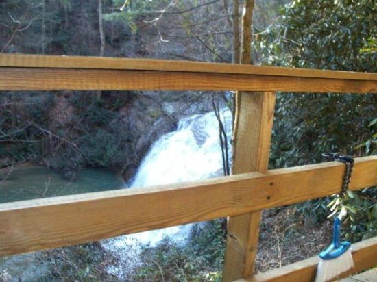 Tiger Creek Falls Inn: Waterfalls on the property!