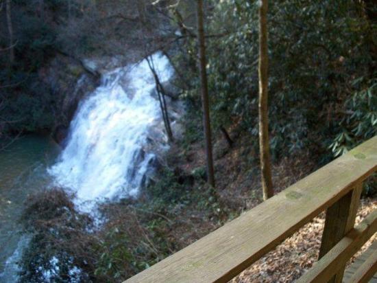 Tiger Creek Falls Inn : 30 foot waterfall!