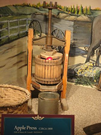 Isle of Wight County Museum : Old apple press