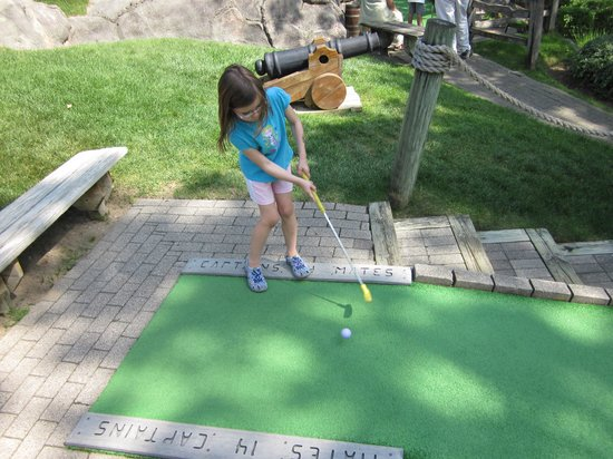 Pirate's Cove Adventure Golf : Teeing off