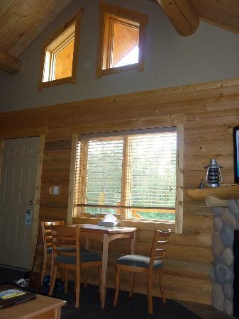 Pocahontas Cabins: Interior