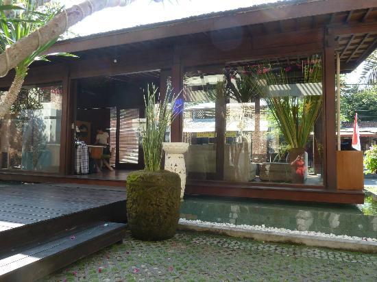 Kamuela Villas and Suite Sanur: Hotel entrance
