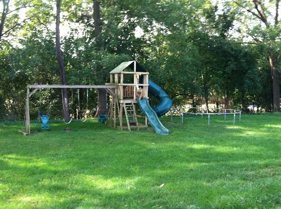 Eby Farm Bed & Breakfast: Swing set at the Cape Cod