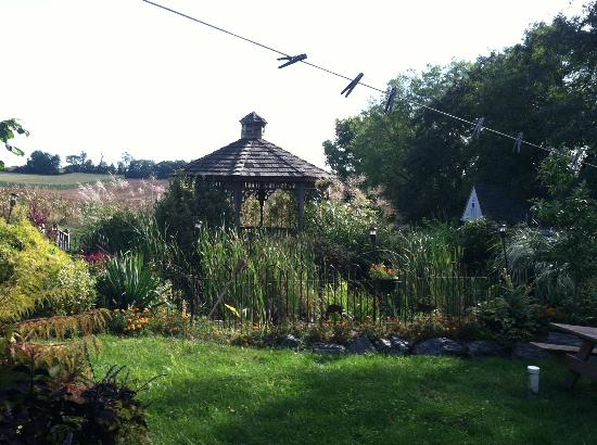 Eby Farm Bed & Breakfast: Gardens at the Cape Cod