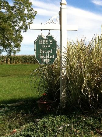 Eby Farm Bed & Breakfast: Sign in front of the Cape Cod