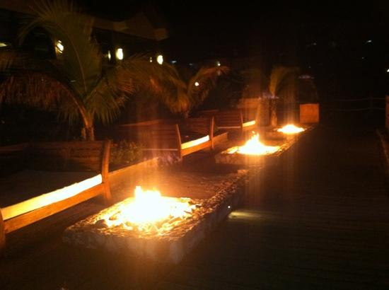 Sandals Ochi Beach Resort: fire pits