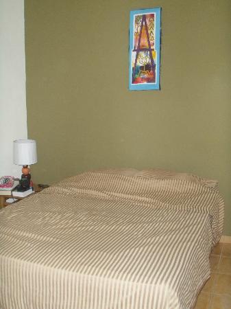 هوكد كاباريت: The double bed 