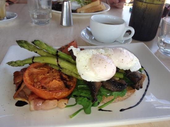The Old Zoo Cafe: Zoo Vego, with added bacon.